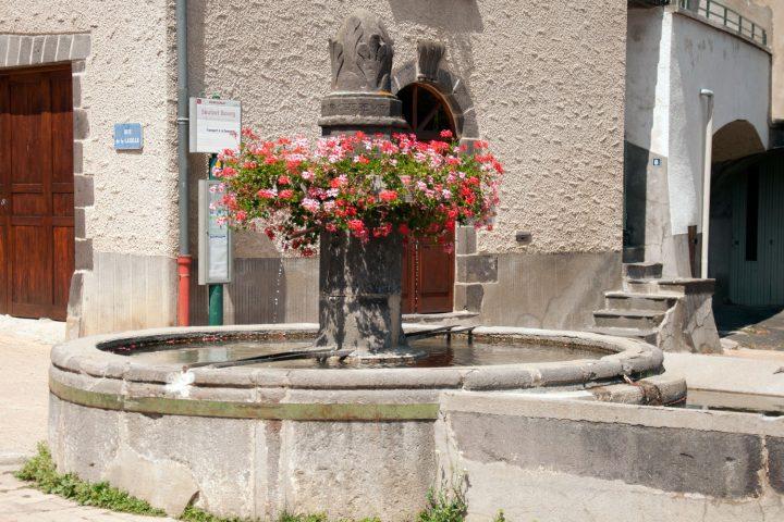 La fontaine de Saulzet-le-Chaud