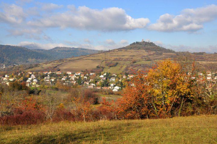 Le bourg de Clémensat et Montrognon à l'automne