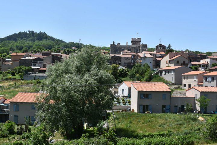 Le château d'Opme et le village