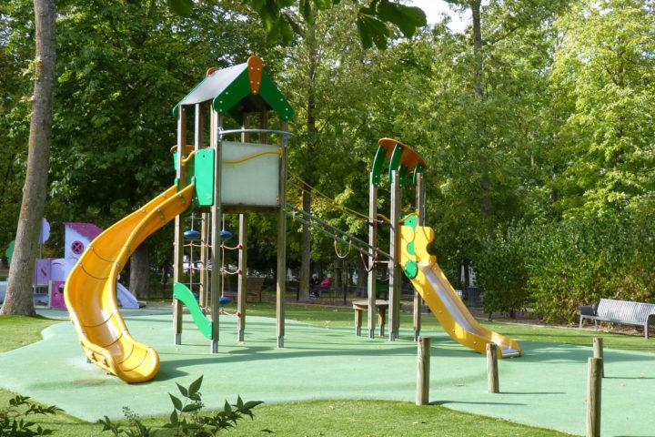 Jeu pour les enfants au parc Bernard-de-Tocqueville