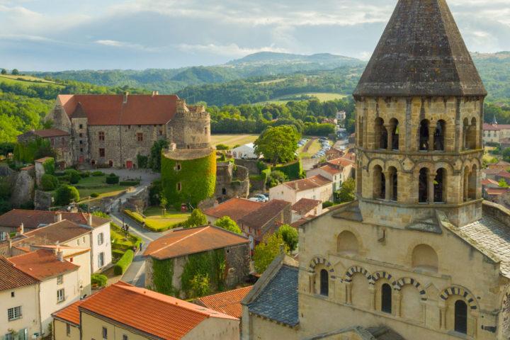 L'église et le château de Saint-Saturnin © Canopée