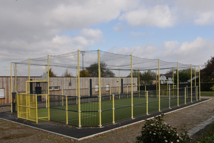Le citypark permet la pratique du football, du handball et du basketball.