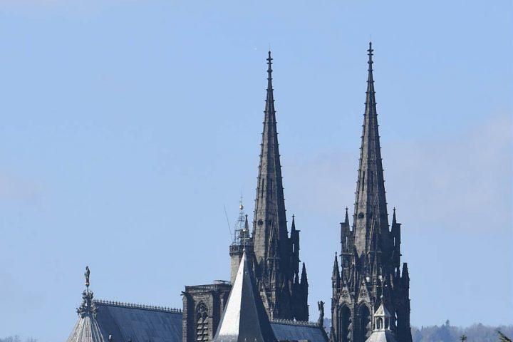 Notre Dame du Port et la cathédrale de Clermont-Ferrand