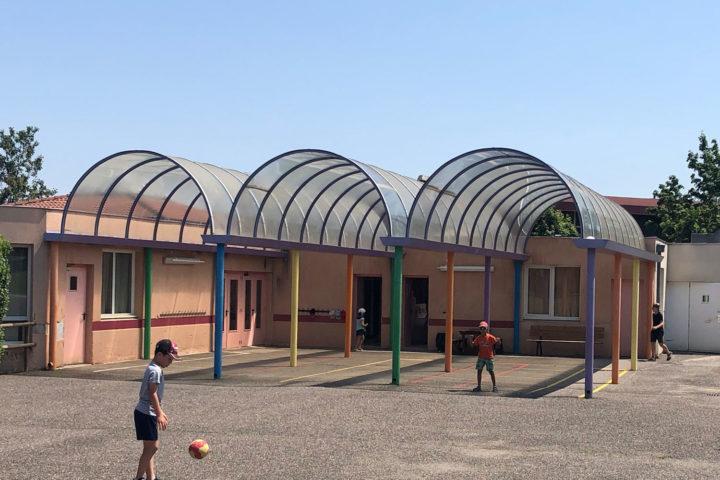 La cour de récréation de l'école Louise-Michel de Romagnat
