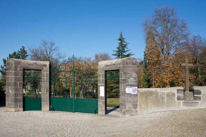 L'entrée du parc Bernard-de-Tocqueville
